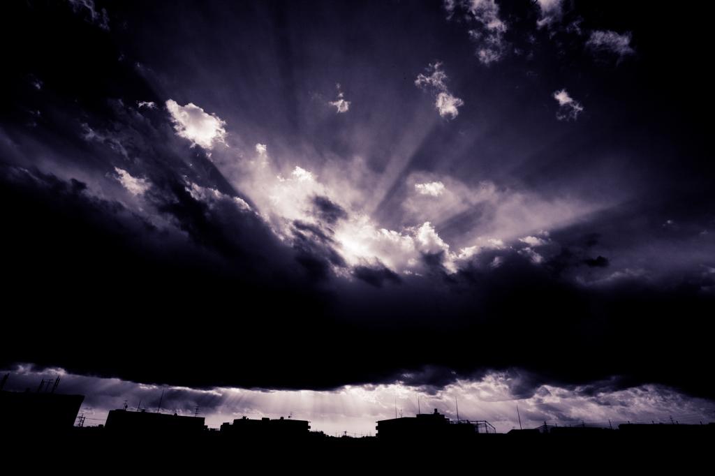 雲に見た光と闇