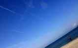 飛行機雲・・。