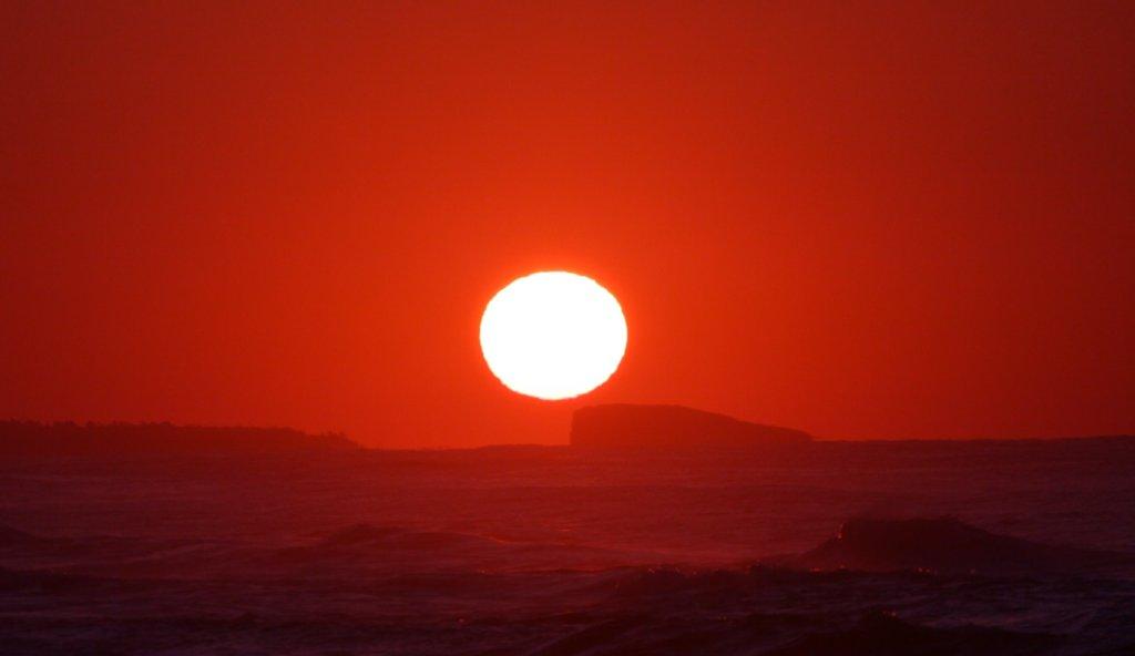太陽と赤い空