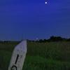月と鉄道標識