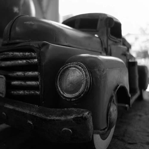 モノクロのトラック