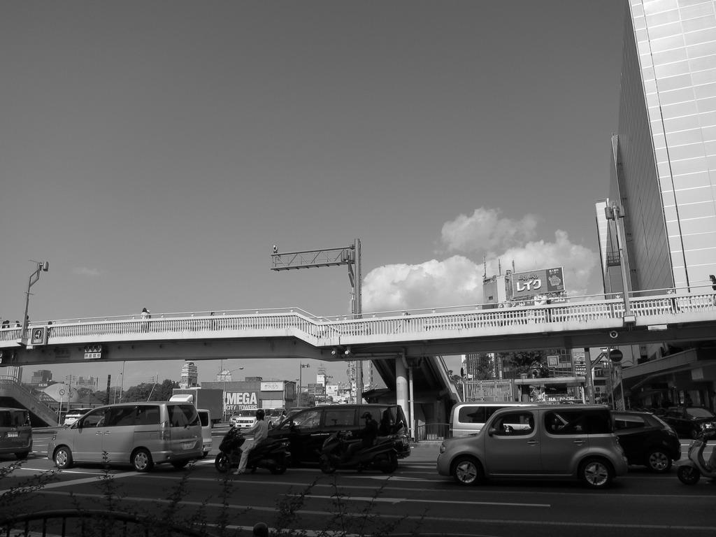 陸橋の向こうの雲2