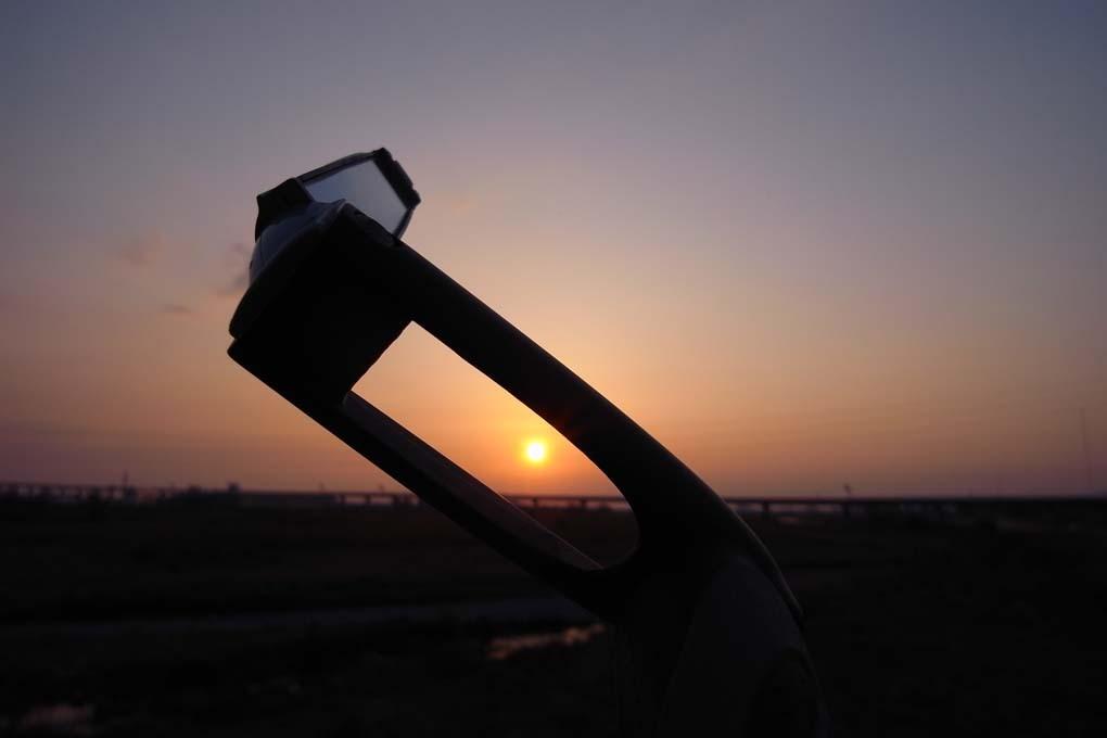 バーエンドの向こうに見える夕日