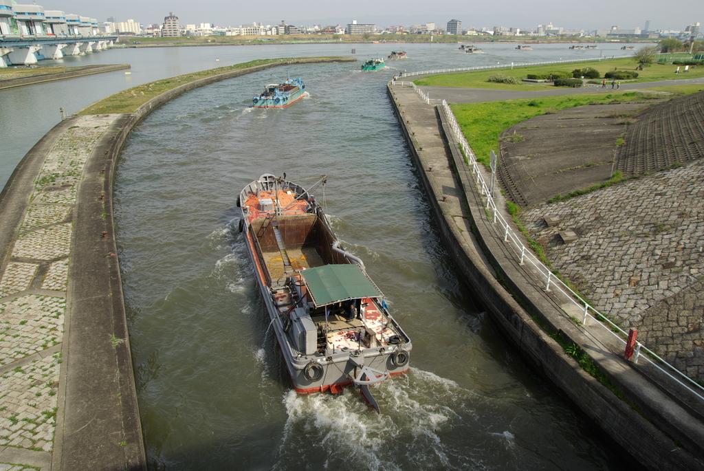 砂利船出発