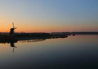 CANON Canon EOS 5D Mark IVで撮影した(印旛沼・風車 - 穏やかな秋の夕暮れ -)の写真(画像)