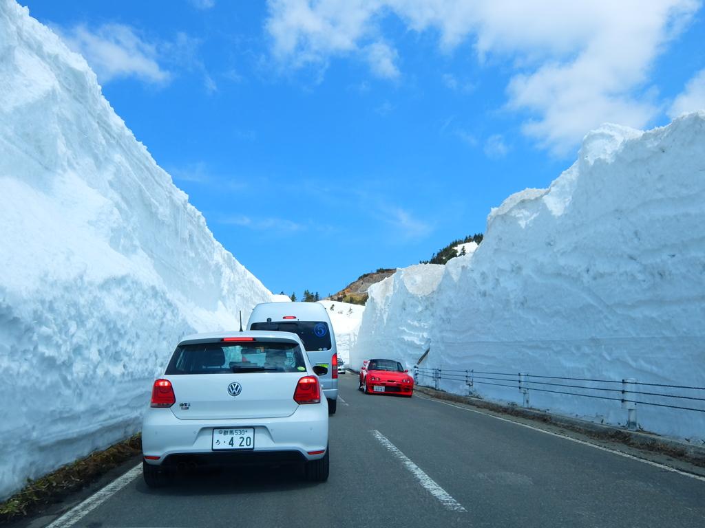 志賀草津道路の雪の回廊
