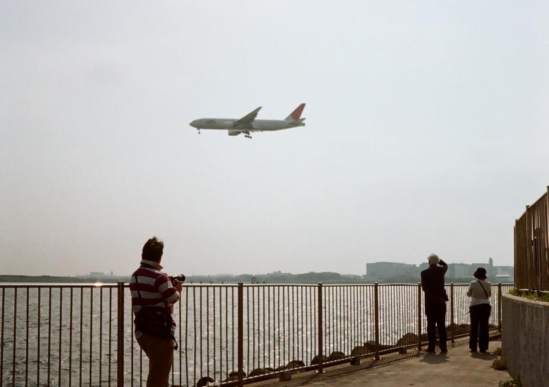 城南島から羽田空港を見る