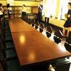 長テーブルのある部屋
