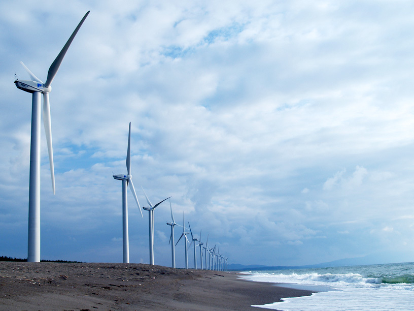 海辺の風車