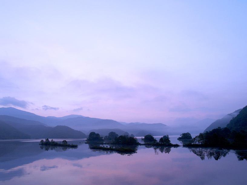 早暁の秋元湖