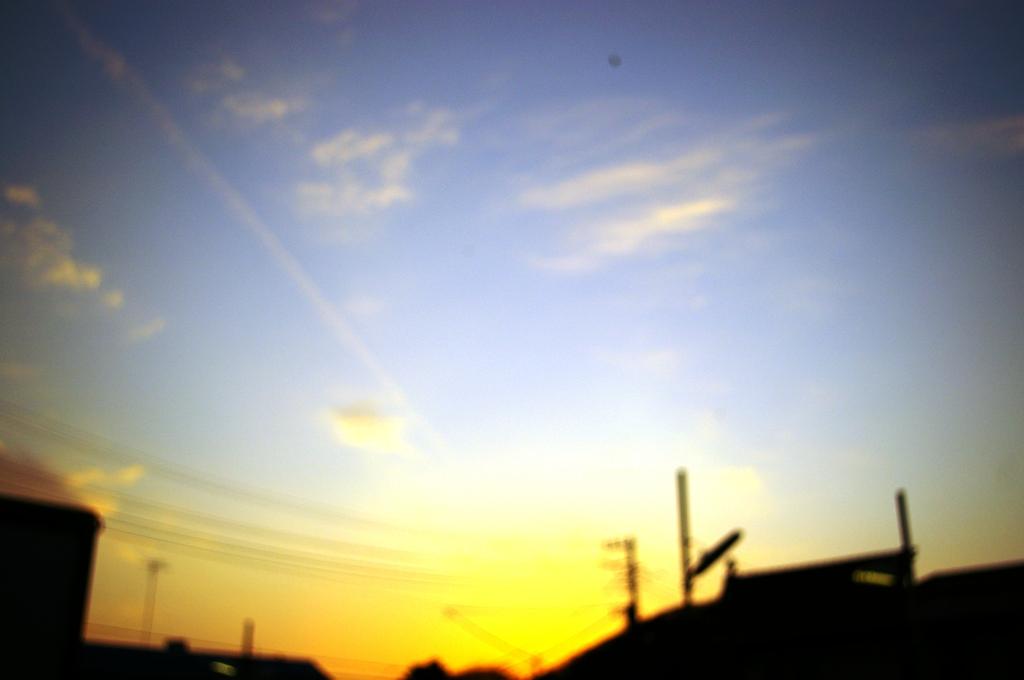 京浜工業地帯の夕暮れ。