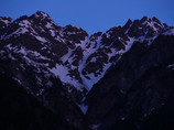 朝の明神岳、前穂高岳