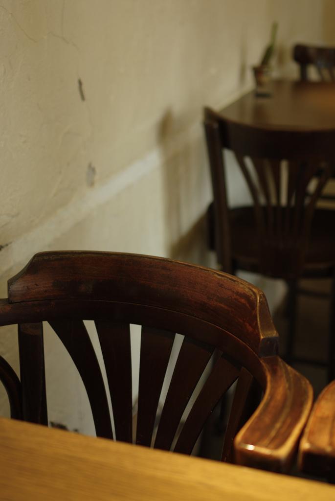 椅子とテーブル_IMG4543