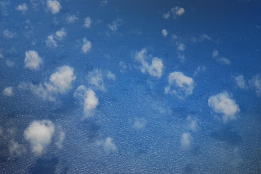 飛行機からの沖縄海
