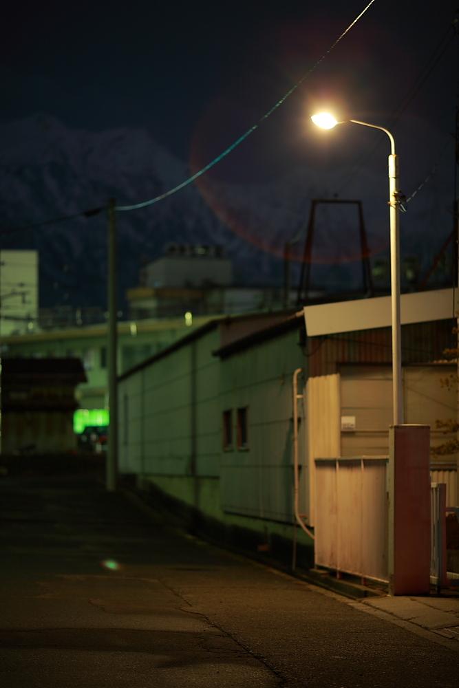 街灯下静謐