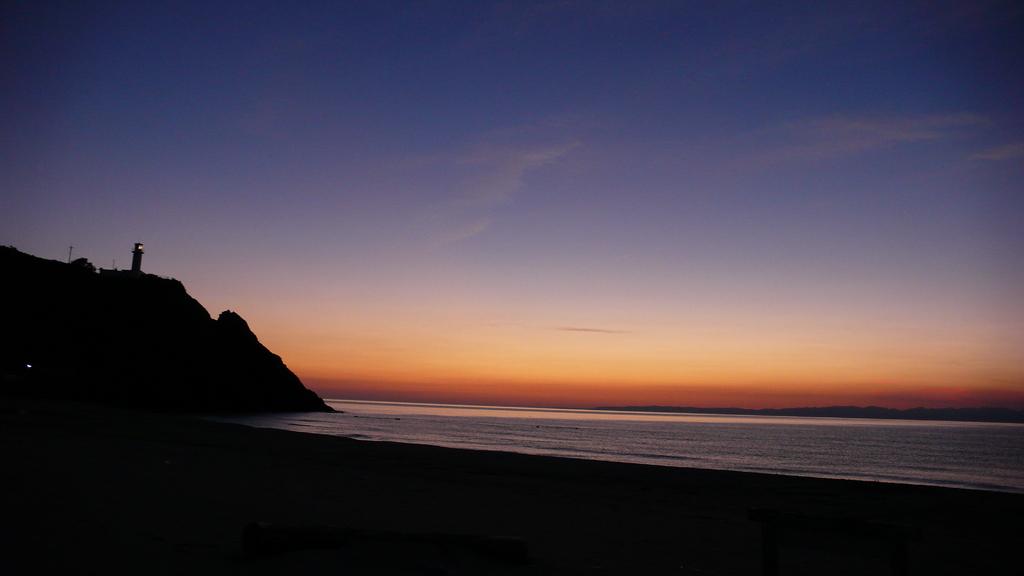 日本海、夕暮れる