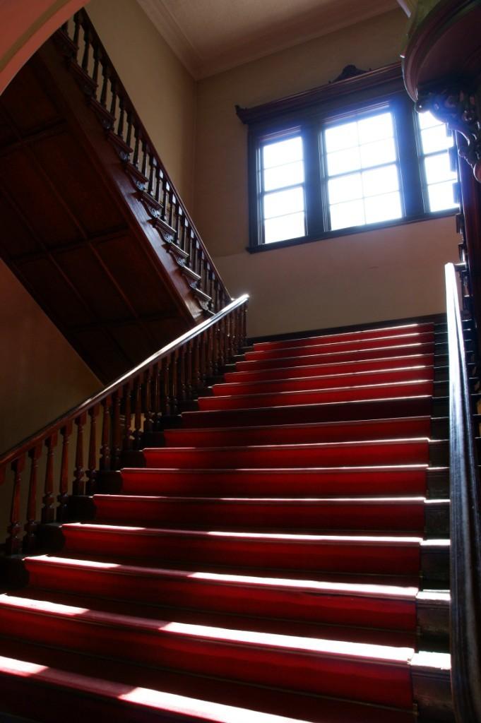 光り輝く階段