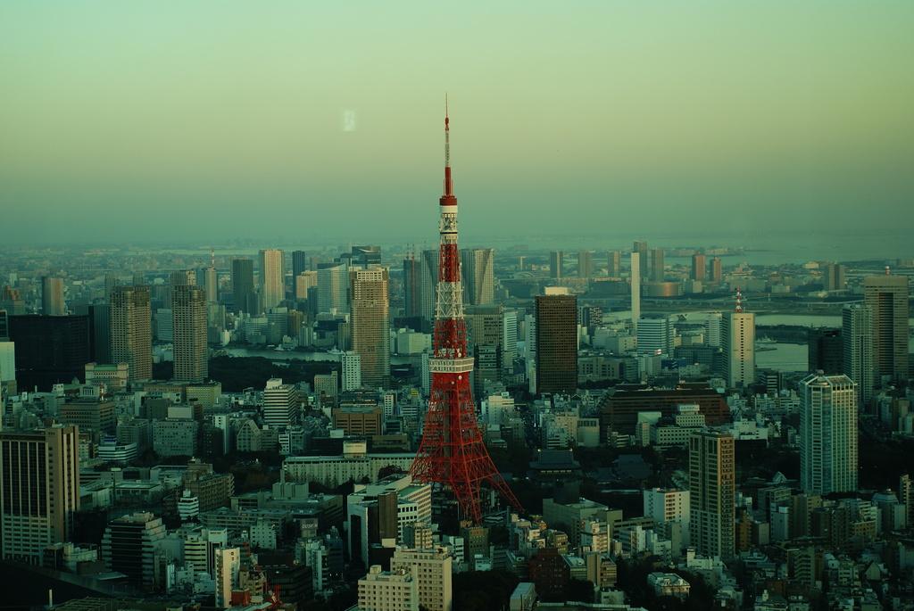 blue tokyo tower3
