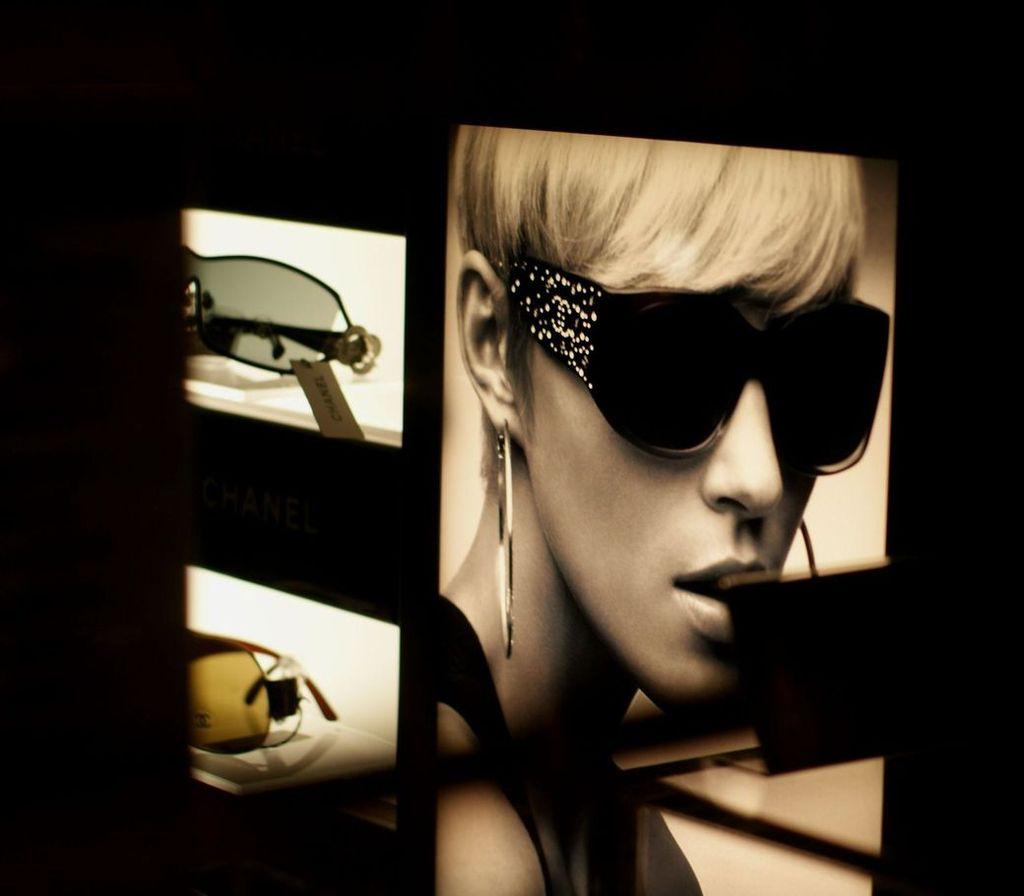 深夜のメガネ屋