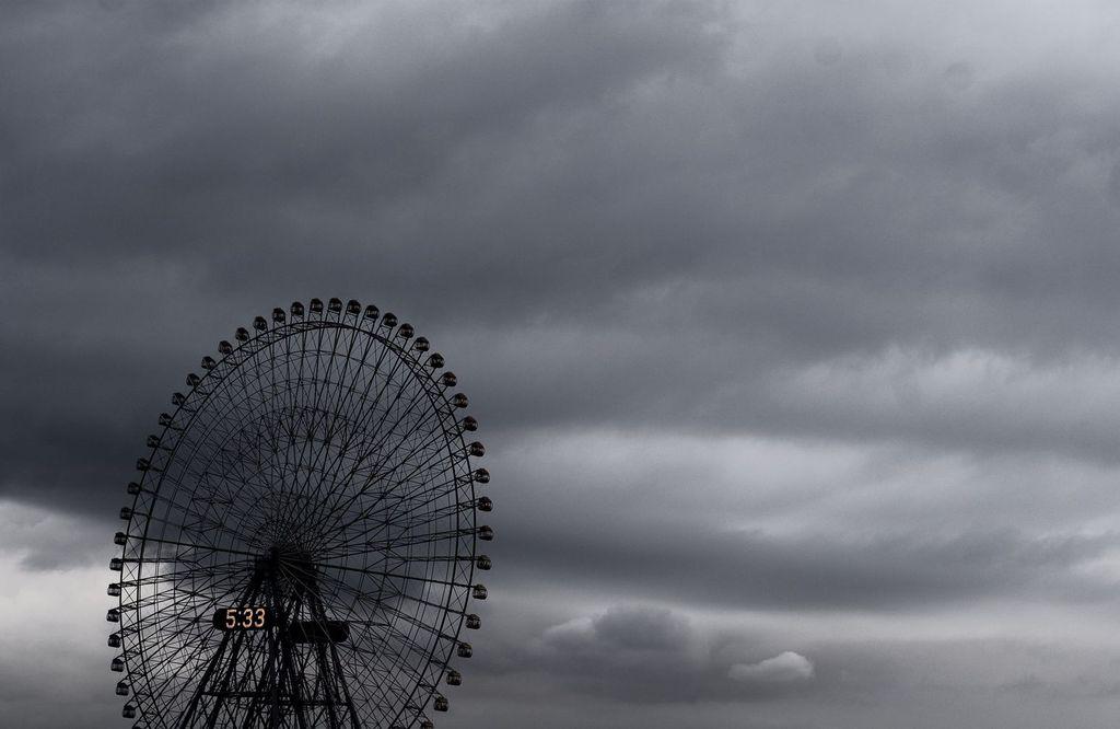 曇り空と観覧車