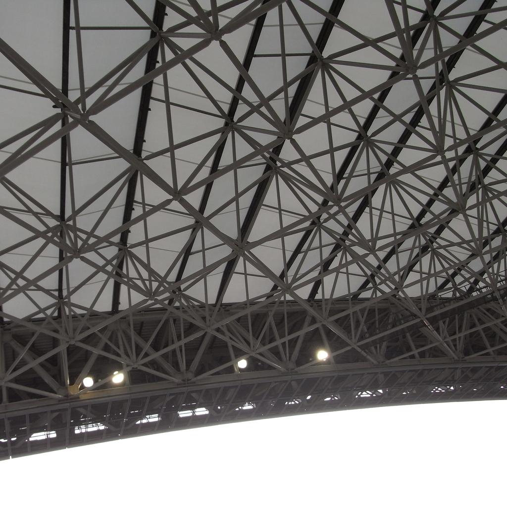 スタジアムの屋根を下から01