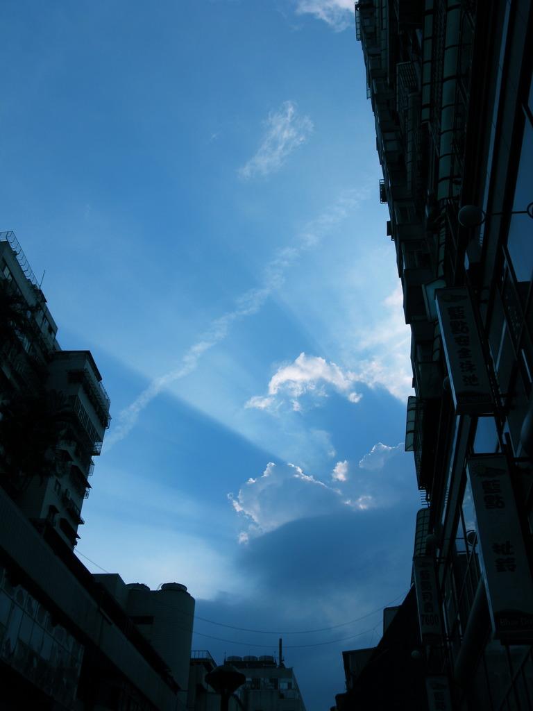 雲から放たれた光