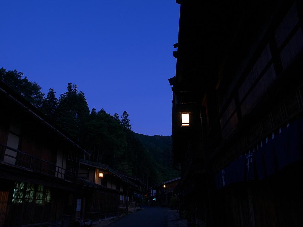 夕闇の妻籠宿