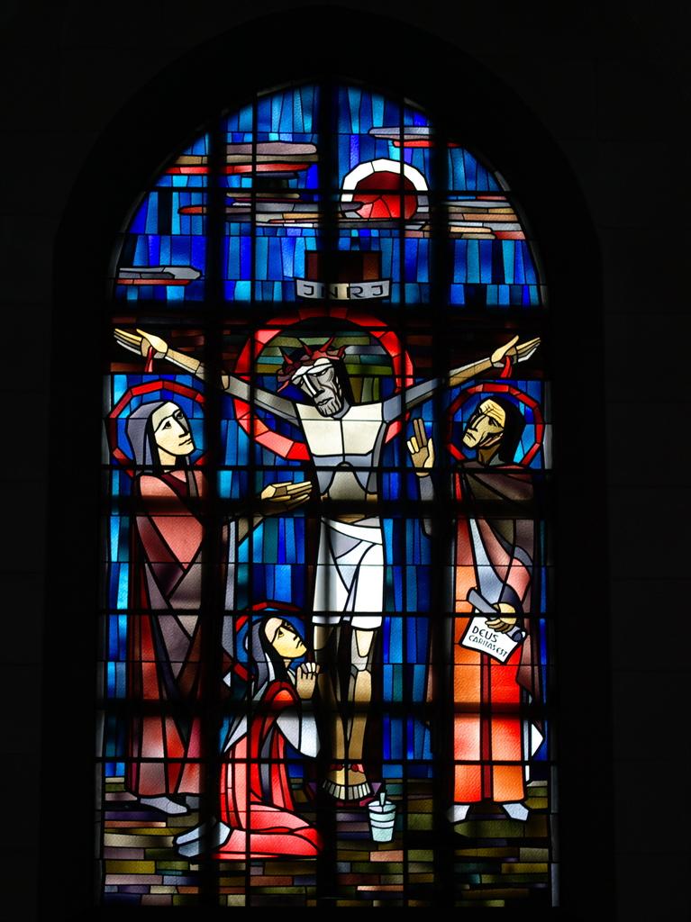 ステンドグラス「キリスト磔刑図」