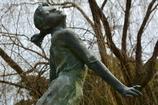 植物園の美少女像1