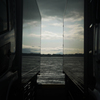 埠頭に映る海