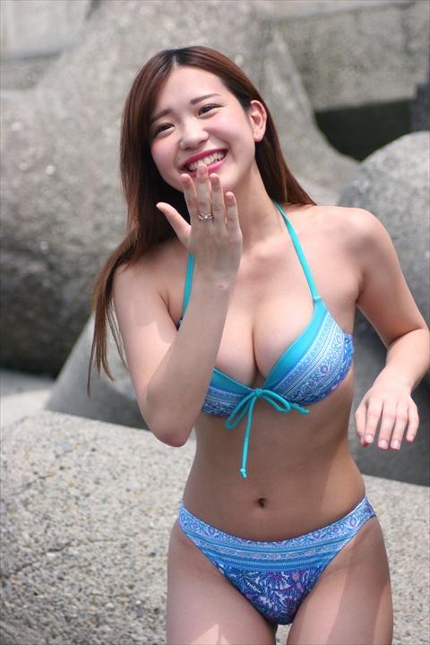 石原佑里子のムチムチボディ