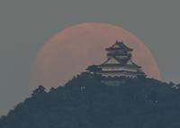 RICOH IMAGING PENTAX K-3で撮影した(満月と岐阜城)の写真(画像)