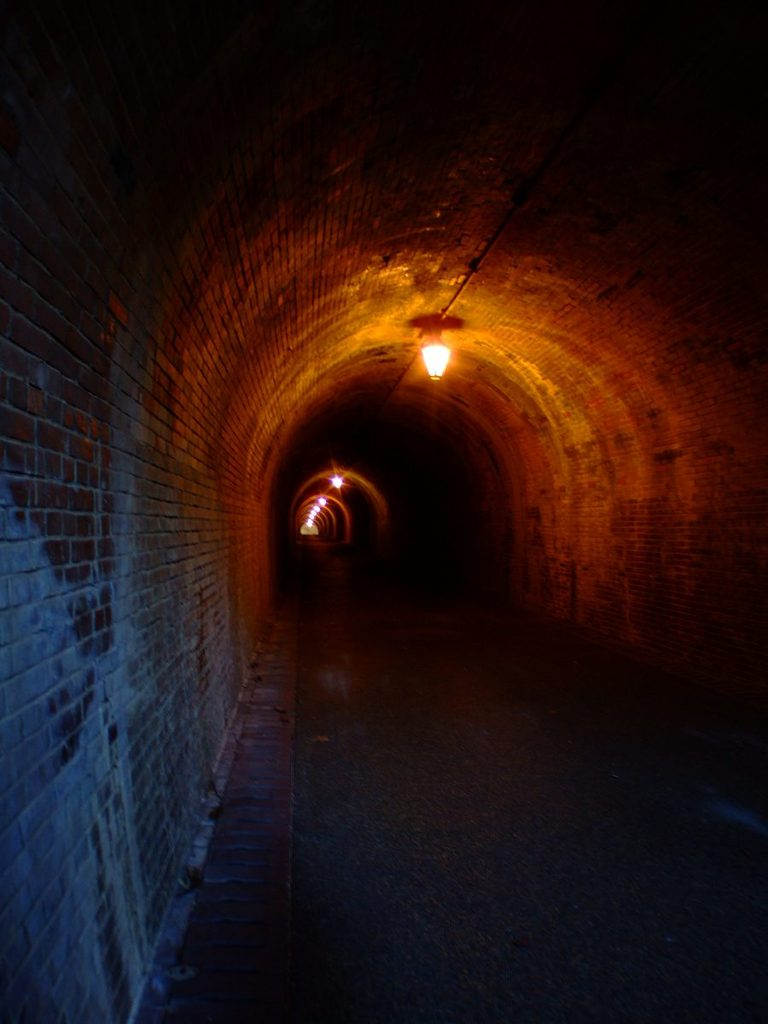 旧いトンネル