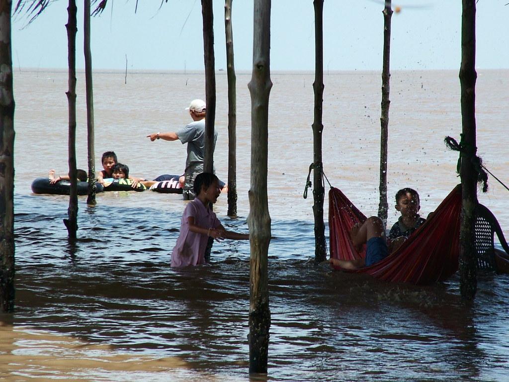 ベトナムで海水浴