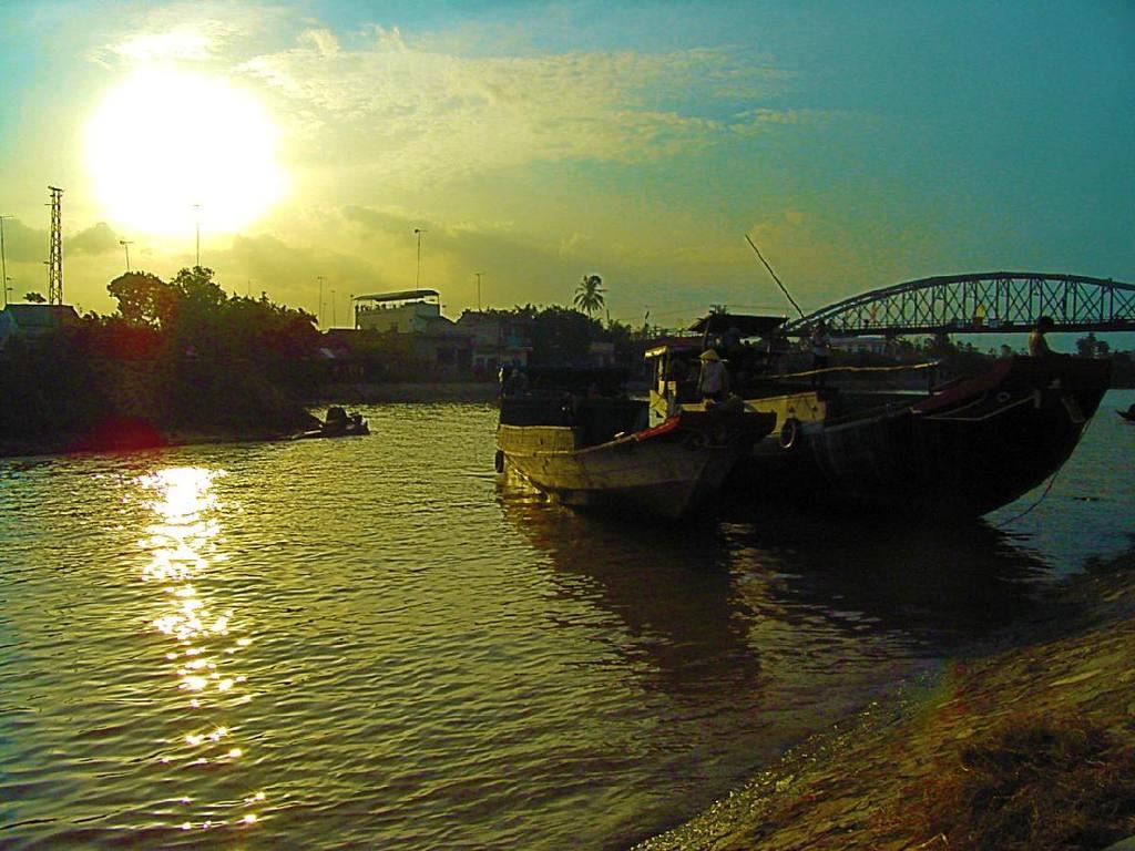 Lách町を流れるメコン河の支流にて(なんちゃってHDR)