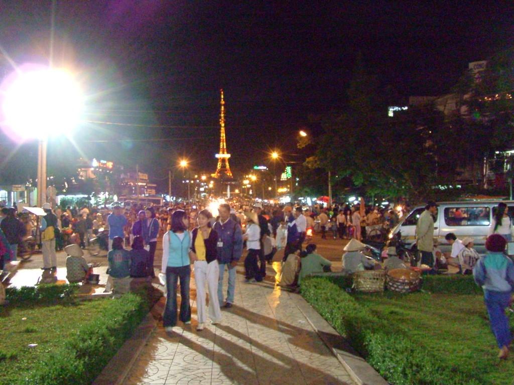 Đà Lạt市中央市場前の広場
