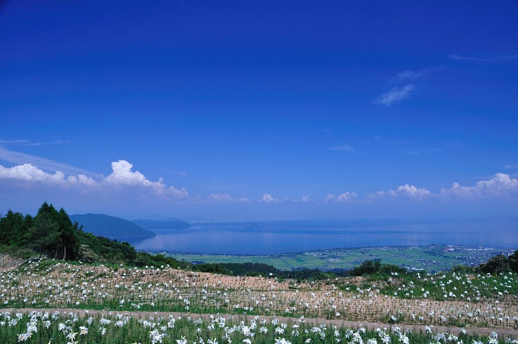青い空と琵琶湖