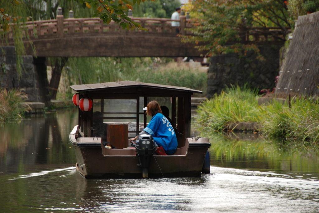 水路を行く船