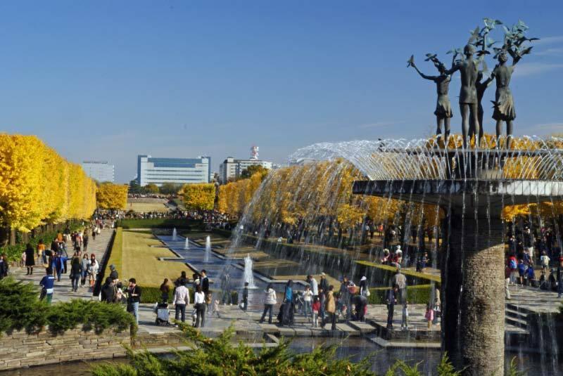 噴水と黄色の世界