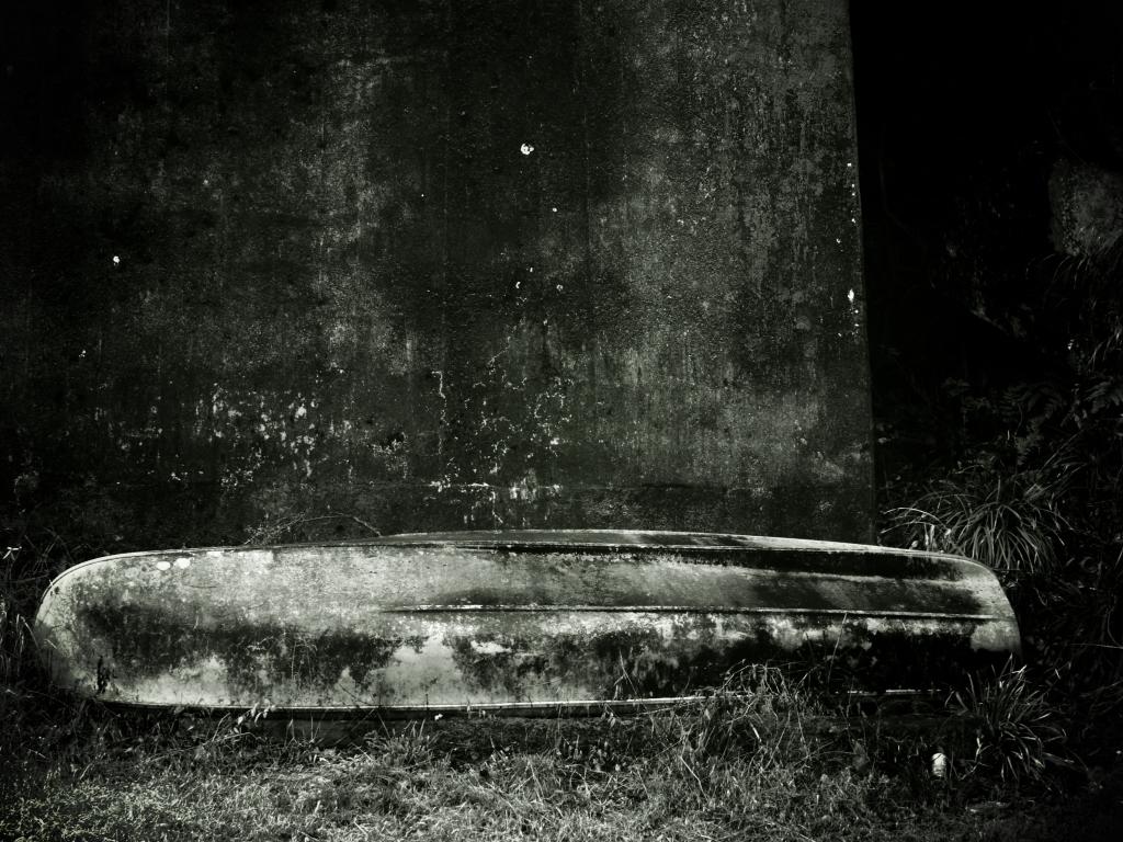 monochrome-boat