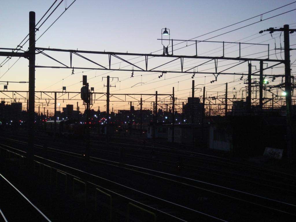 早朝の尾久駅