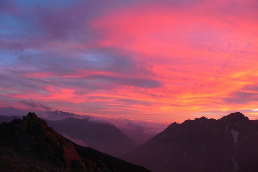 夕焼けの明神岳