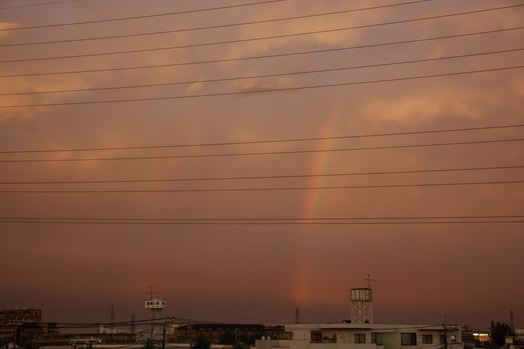 夕焼けと小さな虹