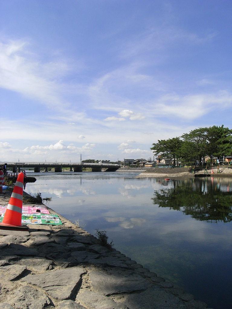宇治川とコーン