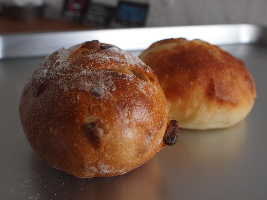 松の実パンとじゃがいもパン。