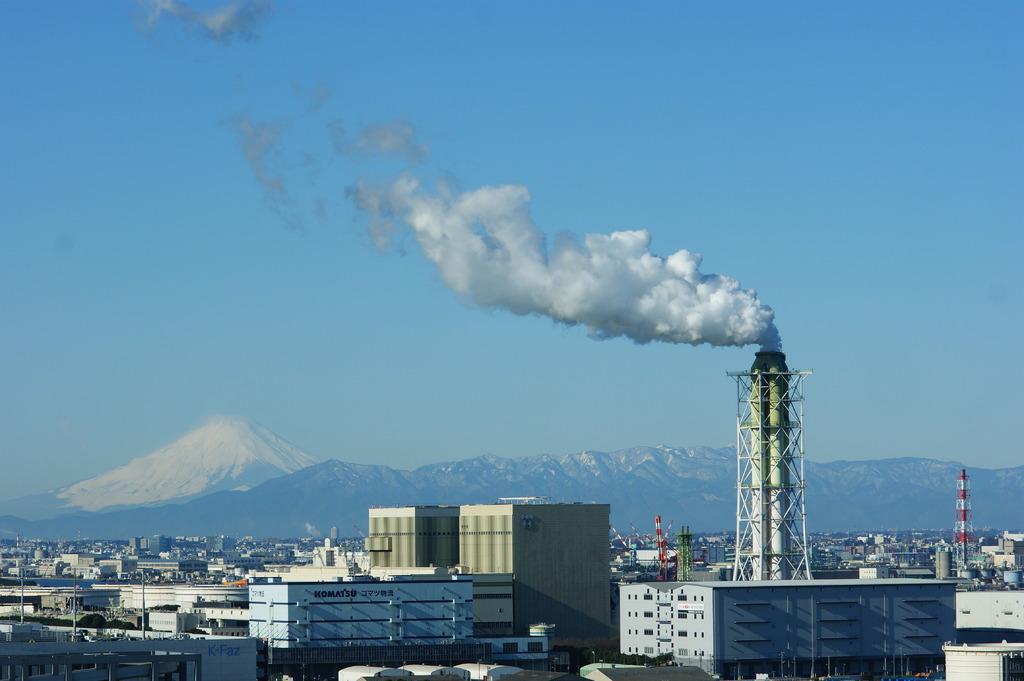 発電所と富士山