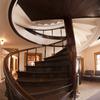 鉱山事務所1階螺旋階段