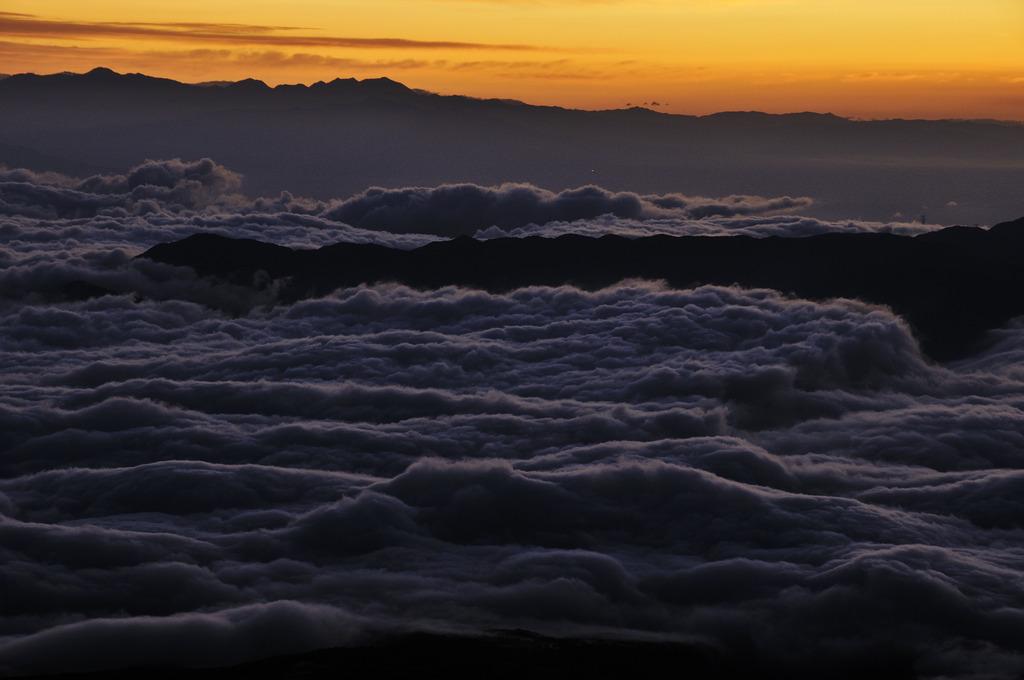 雲海沈々として