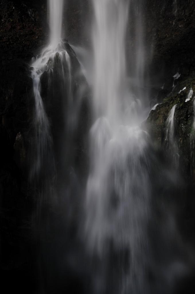華厳の滝2