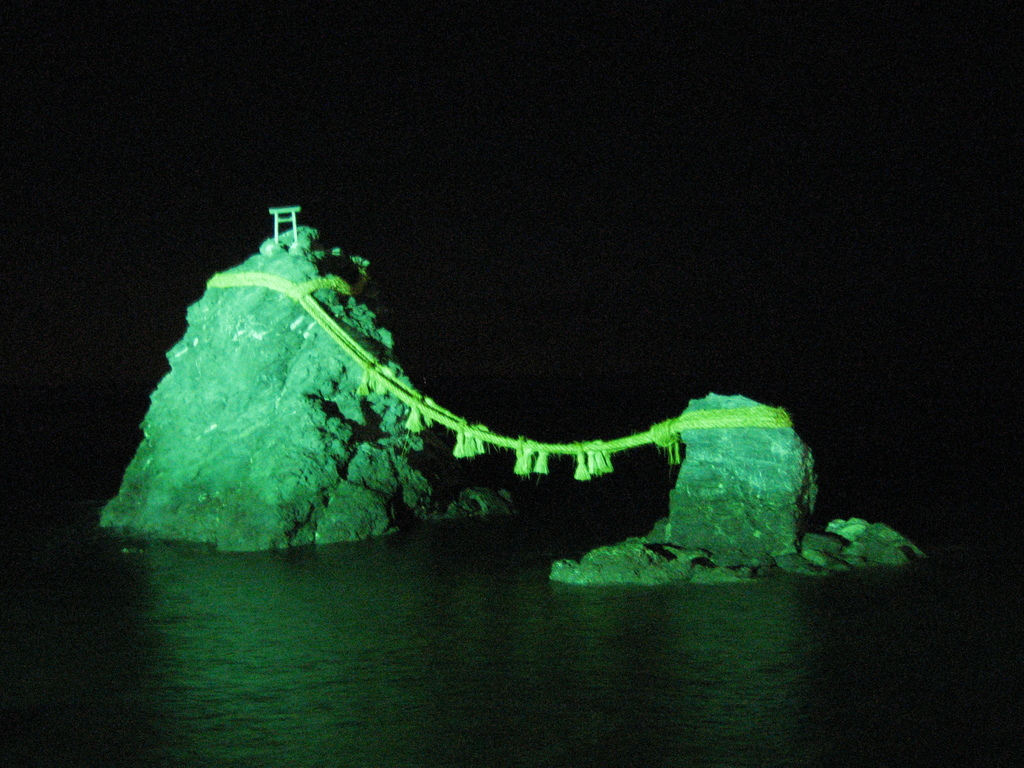 夫婦岩(夜)